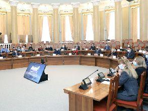 Развитие системы профессиональных квалификаций обсудили на заседании в администрации области