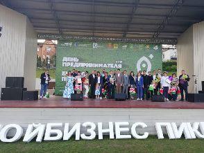 """Награждение генерального директора ООО """"Импульс"""" В.В. Иголкина"""
